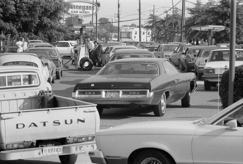 1280px-Line_at_a_gas_station,_June_15,_1979 Warren K Leffler PD